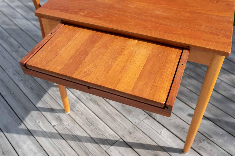 Retro matbord och stolar i teak — Reprobruket